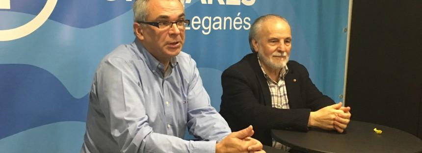 El Consejero de Políticas Sociales y Familia, Carlos Izquierdo, mantiene un encuentro con afiliados y simpatizantes en Leganés