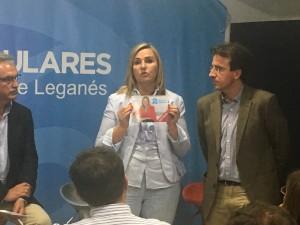 Rosalía Gonzalo indicando que el 90% del programa de Cristina Cifuentes ya está cumplido a dos años de las elecciones