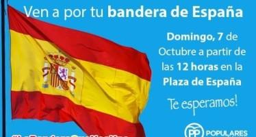 El Partido Popular reparte banderas de España entre sus vecinos