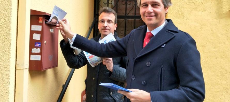 Recuenco y Terol trasladan el proyecto del PP a los vecinos de Leganés 'puer-ta a puerta'